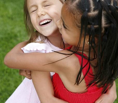 girls hug